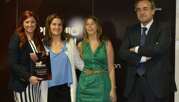 Helena y SIlvia Rodríguez reciben el Premio Iniciativa Emprendedora.