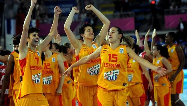 Las jugadoras de la selección española celebran su pase a la final