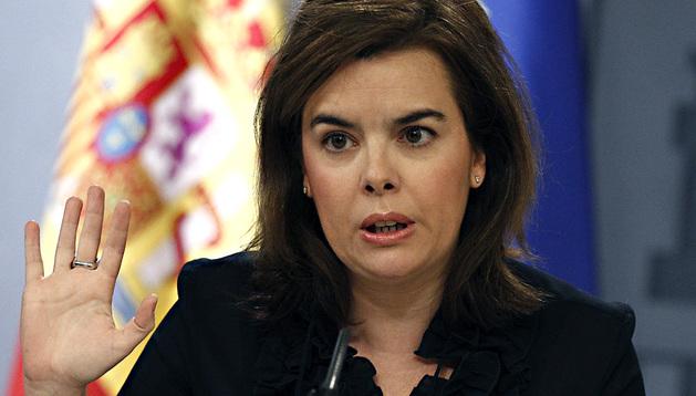 La vicepresidenta del Gobierno, Soraya Sáenz de Santamaría, durante la rueda de prensa posterior al Consejo de Ministros de este viernes, 28 de junio