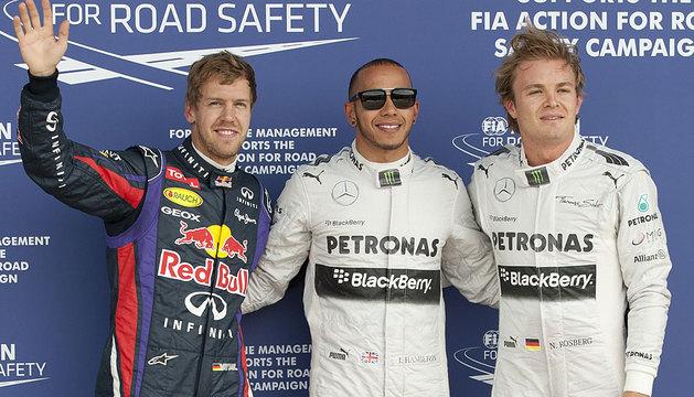 Hamilton, rodeado de Rosberg y Vettel.
