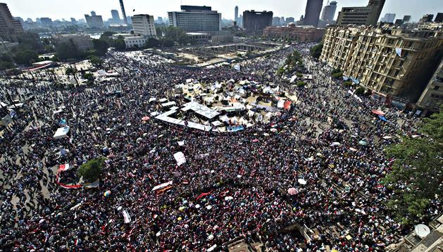 Vista aérea de la acampada y la aglomeración en la plaza Tahrir de El Cairo
