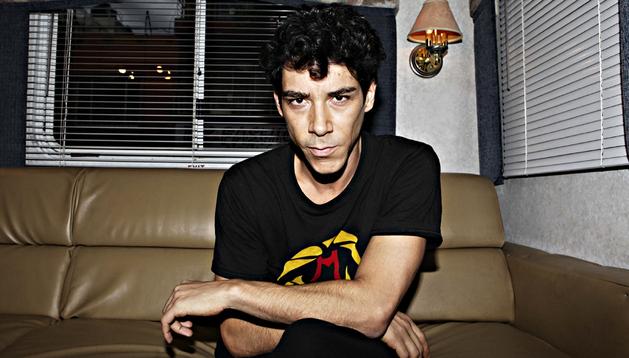Fotografía del 26 de junio de 2013, del actor español Oscar Jaenada posando durante una entrevista en Ciudad de México (México)