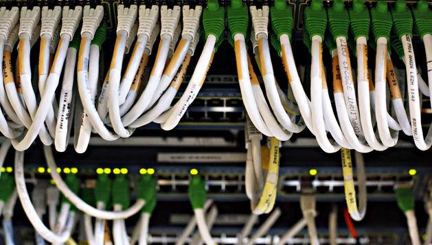 Imagen de los cables de una centralita telefónica de París