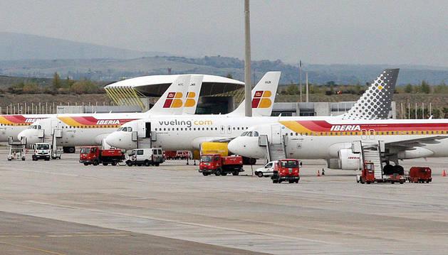 Descargar   Aviones de Iberia y Vueling en el aeropuerto de Barajas.