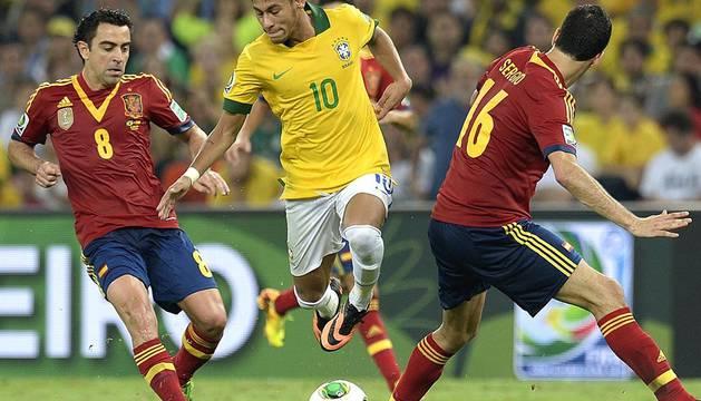 Brasil se impuso por un claro 3-0 a España en la final de la Copa Confederaciones disputada en el estadio carioca de Maracaná