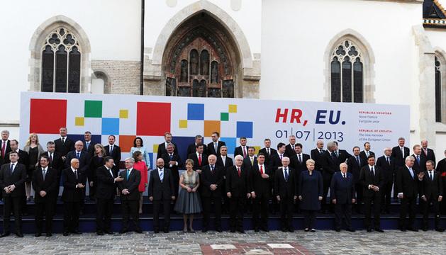 Miembros de la cúpula de la UE en la celebración de la entrada de Croacia en la UE.