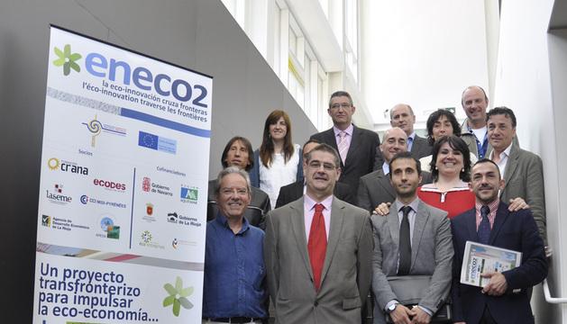 Andrés Eciolaza, con los representantes de las entidades participantes.