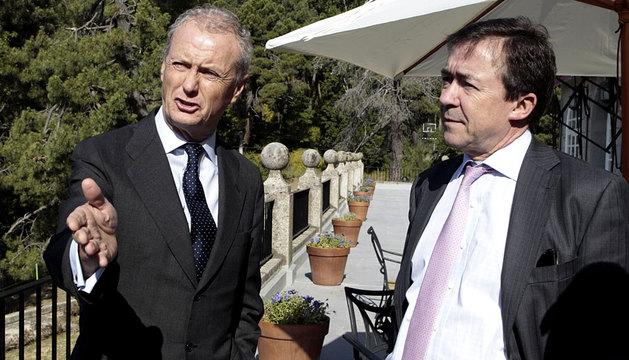Pedro Morenés, en El Escorial, junto al rector de la Complutense.