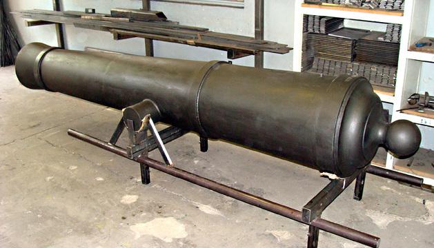 El cañón de acero de 350 kilos realizado por los alumnos del Taller de Forja y Soldadura