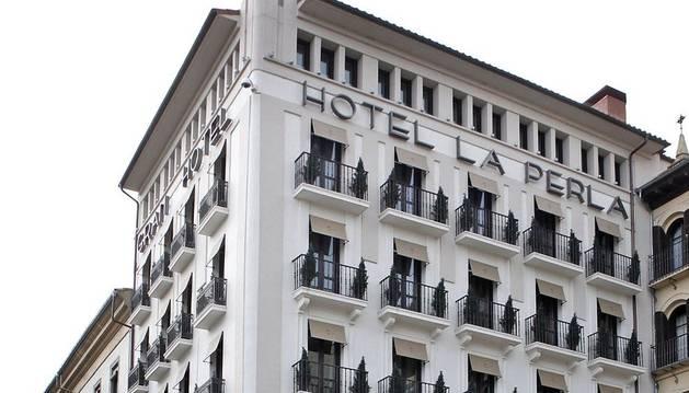 Fachada del hotel La Perla, en la Plaza del Castillo.