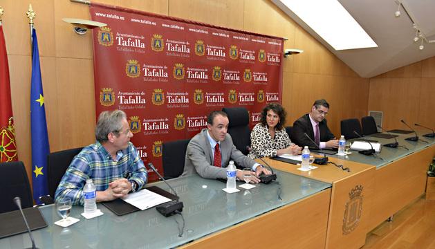 Asín, Esparza, Sota y Eciolaza, durante la intervencion del consejero.
