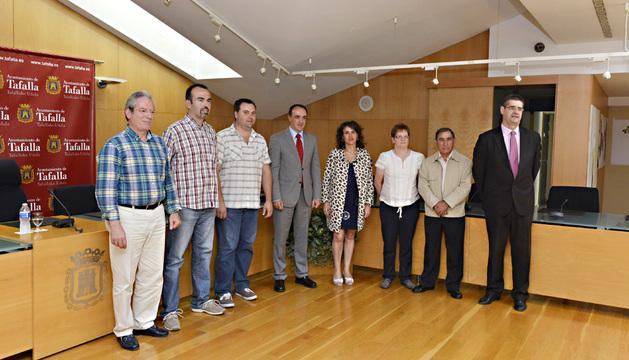 Asín, Fresán, Legaz, el consejero Esparza, Sota, Roldán, Jiménez y Eciolaza, tras la firma.