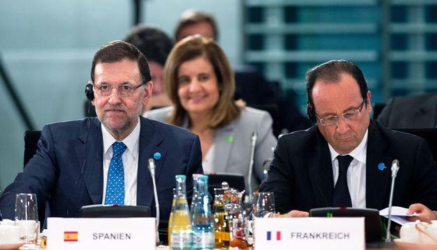 Mariano Rajoy y Francois Hollande, durante la Conferencia para el Empleo juvenil convocada en Berlín (Alemania).