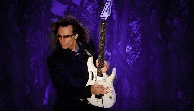 El guitarrista neoyorquino Steve Vai.