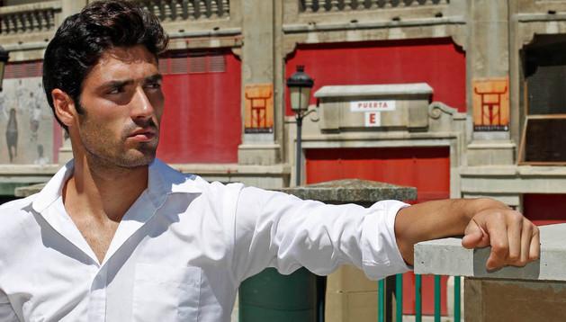 El novillero navarro Javier Antón se presenta hoy en la plaza de toros de Pamplona