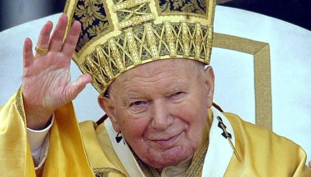 Fotografía de archivo fechada el 25 de diciembre de 2002 del Papa Juan Pablo II.
