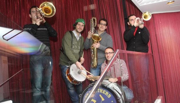 Los miembros de la Broken Brass Band.