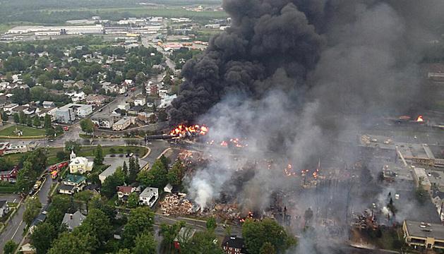 Varias decenas de personas están desaparecidas tras la explosión del tren que transportaba petróleo.