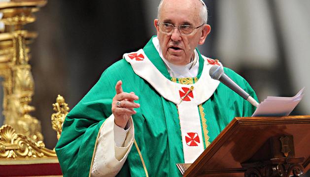 El papa Francisco durante la homilía de la misa celebrada este domingo ante seminaristas y novicias reunidos en el Vaticano.