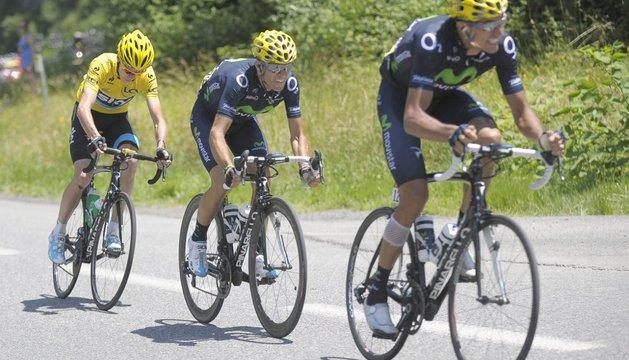 De derecha a izquierda, Rubén Plaza, Alejandro Valverde y Chris Froome