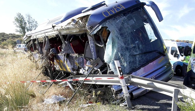 Al menos nueve personas fallecieron al volcar un autobús de línea en la N-403, en Tornadizos, a unos seis kilómetros de la capital abulense, según ha confirmado la Guardia Civil.