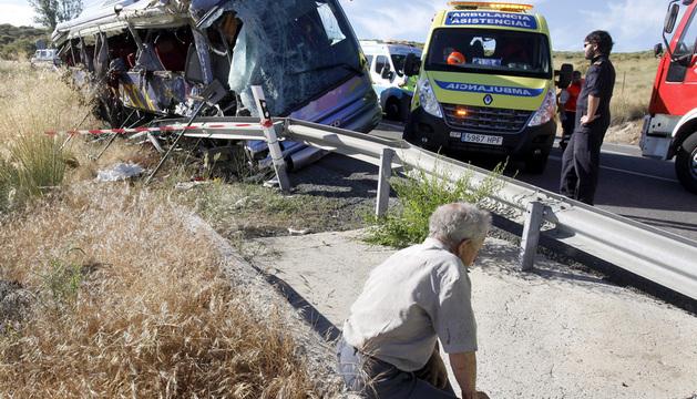Estado en que ha quedado el autobús de línea accidentado.
