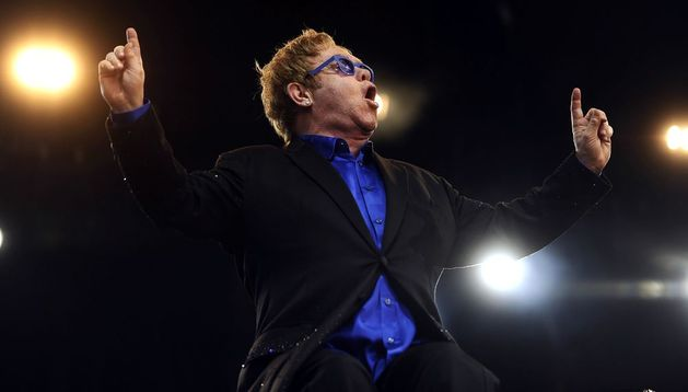 El cantante británico Elton John durante un concierto.