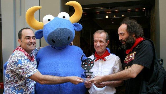 Jean-Louis Douenne recibiendo el premio del guiri de San Fermín 2013.