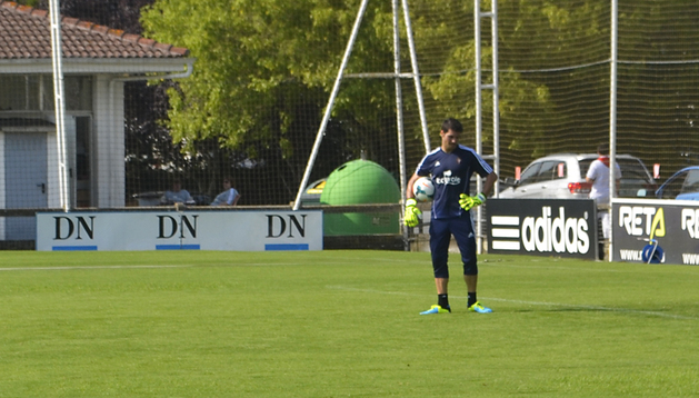 Andrés Fernández, durante el segundo entrenamiento de pretemporada en las instalaciones de Tajonar
