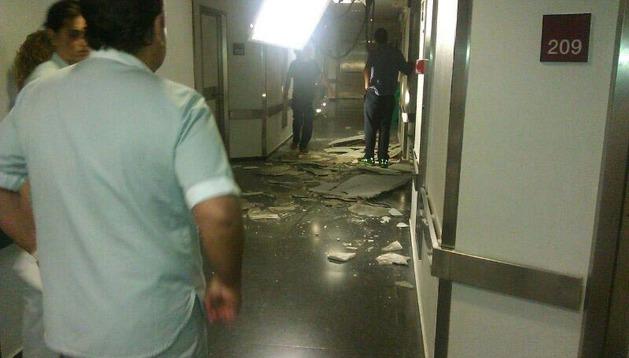 Techo caído del Hospital de Navarra este miércoles por la noche.