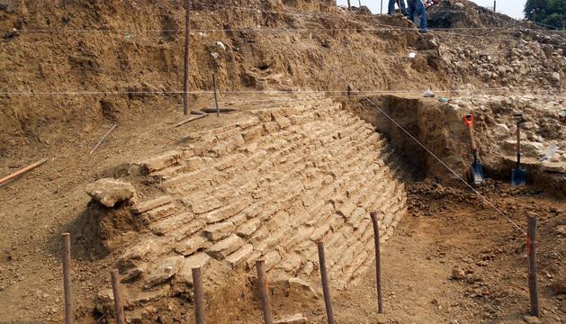 Una pirámide cubierta con piedra caliza fue localizada en el municipio de Jáltipan, en el estado mexicano de Veracruz.