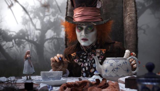 Johnny Depp interpretando al Sombrerero loco