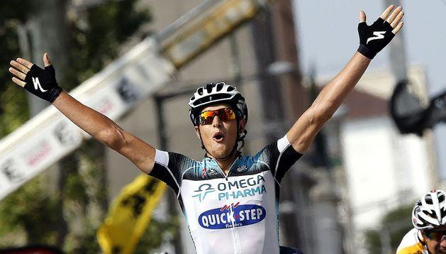 El italano Matteo Trentin celebra la victoria en la meta de Lyon tras ganar la etapa