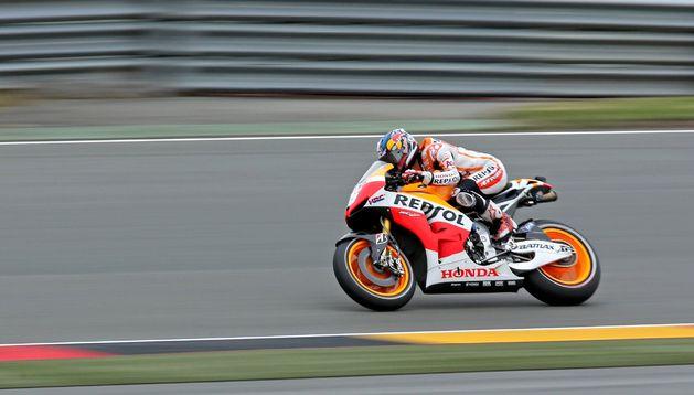 El piloto español del equipo Honda Repsol durante los entrenamientos libres previos a sufrir la caída