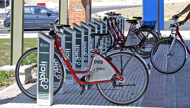 Una de las estaciones del servicio municipal de alquiler de bicicletas en Pamplona