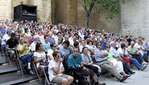 El público asiste a una de las representaciones del Festival de Teatro de Olite.