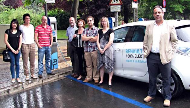 Diversos miembros del proyecto se han trasladado hasta Vitoria en un Renault ZOE eléctrico.