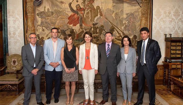 Barcina, junto a representantes de la Asociación de Empresarios de la Ribera.