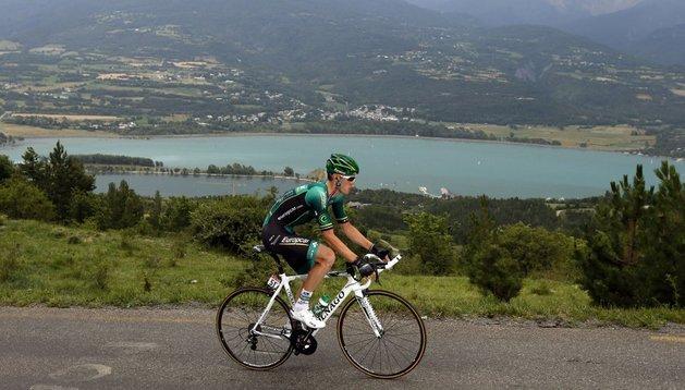 Pierre Rolland busca en solitario la victoria de etapa