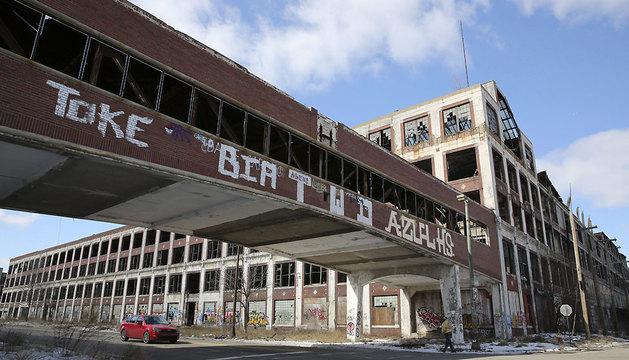 Fotografía de archivo de una planta de Packard Automotive abandonada en Detroit.
