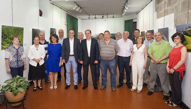 El consejero Esparza, con los asistentes a la reunión.
