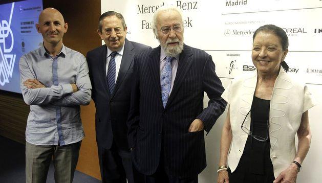La directora de Mercedes-Benz Fashion Week, Leonor Pérez-Pita; el presidente ejecutivo de IFEMA, Luis Eduardo Cortés; el director general, Fermín Lucas y el presidente de la asociación Creadores de moda de España, Modesto Lomba (d-i).