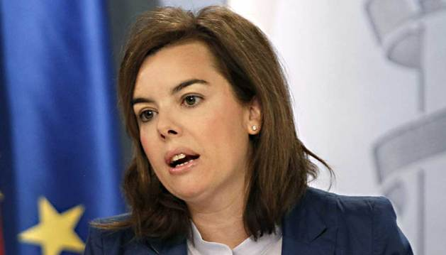 La vicepresidenta del Gobierno, Soraya Sáenz de Santamaría, durante la rueda de prensa posterior a la reunión del Consejo de Ministros de este viernes.