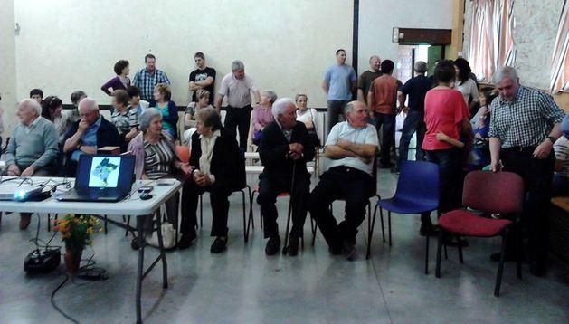 Vecinos de Juslapeña asistentes a la presentación del proyecto.