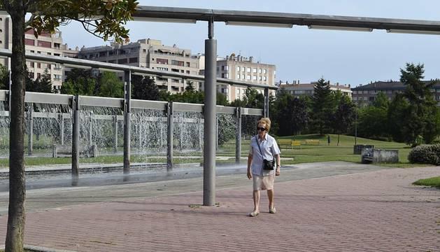 Imágenes de este sábado 20 de julio tomadas en Pamplona, donde se han alcanzado los 34 grados