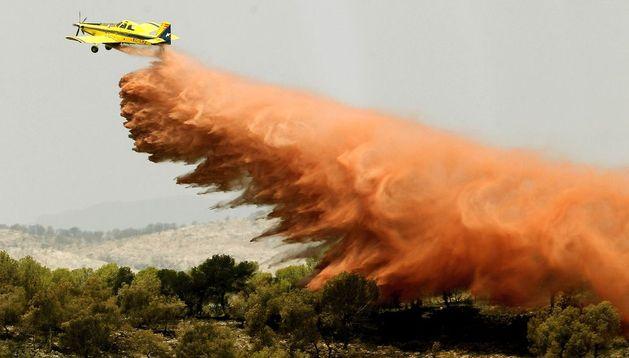 Labores de extinción del fuego en Benaguacil.