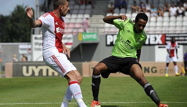 Raoul Loé, en un lance del partido ante el Ajax.