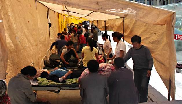 Los heridos reciben tratamiento en un hospital de Minxian después del terremoto.