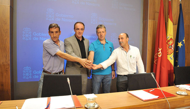 De izq. a derecha: Ignacio Gil (EHNE); Esparza; Félix Bariain (UAGN), y José M. Martínez (UCAN).