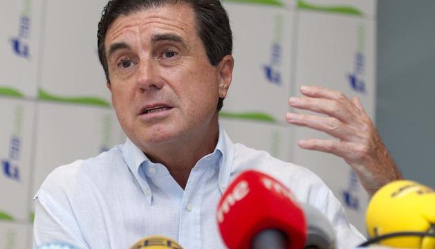 Jaume Matas durante la rueda de prensa que ha ofrecido este martes en la localidad mallorquina de La Colonia de Sant Jordi